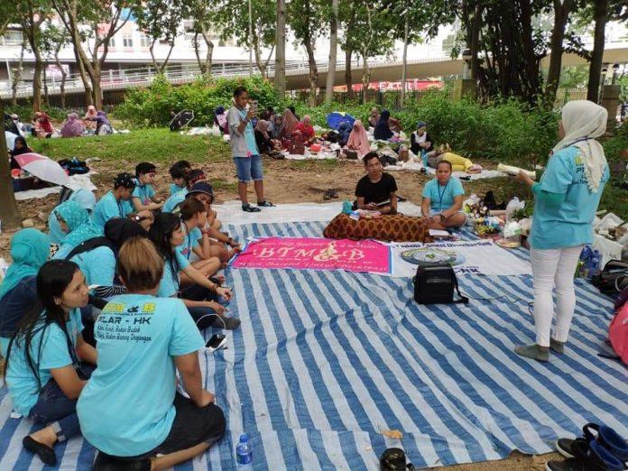 Perempuan buruh migran latihan menyampaikan pendapat di muka umum (29/10). Foto: BTM&B